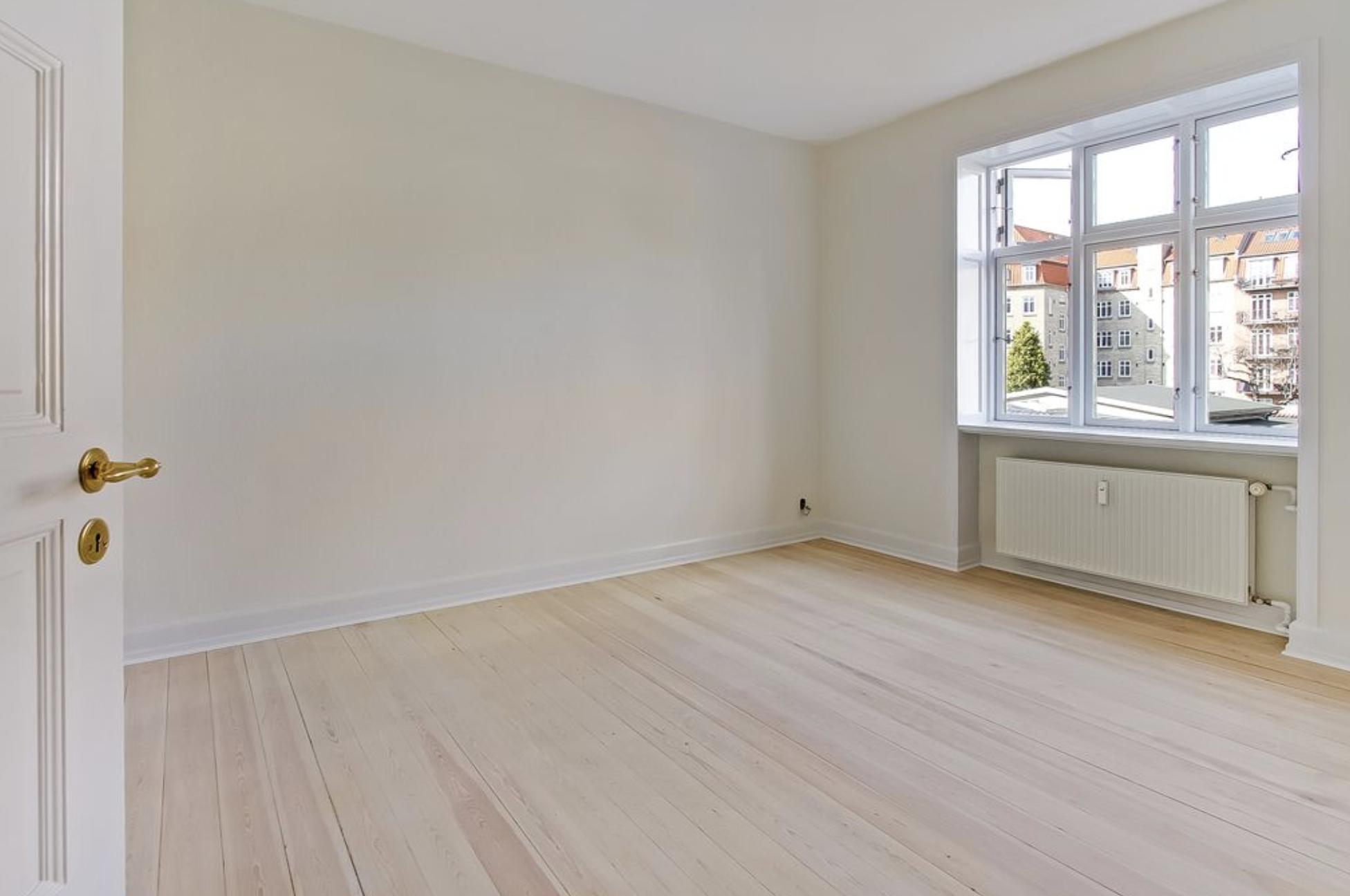 Lyst og fint værelse i herskabslejlighed på Frederiksbjerg
