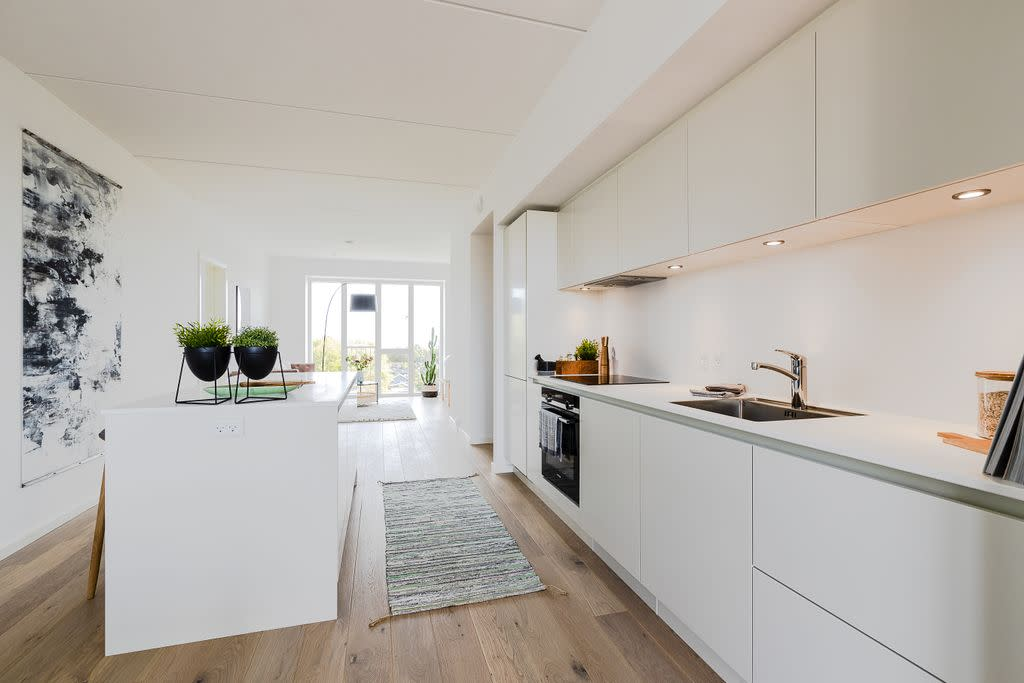 Large penthouse room, 15 minutes from city center, view over the sea