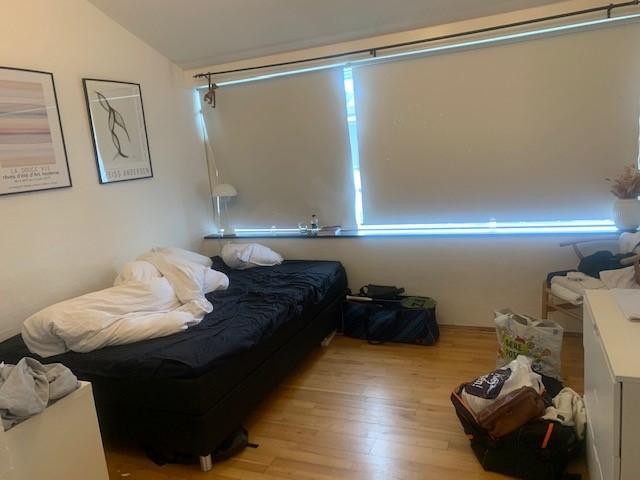 Lyst værelse med Hems udlejes i hus i odense M