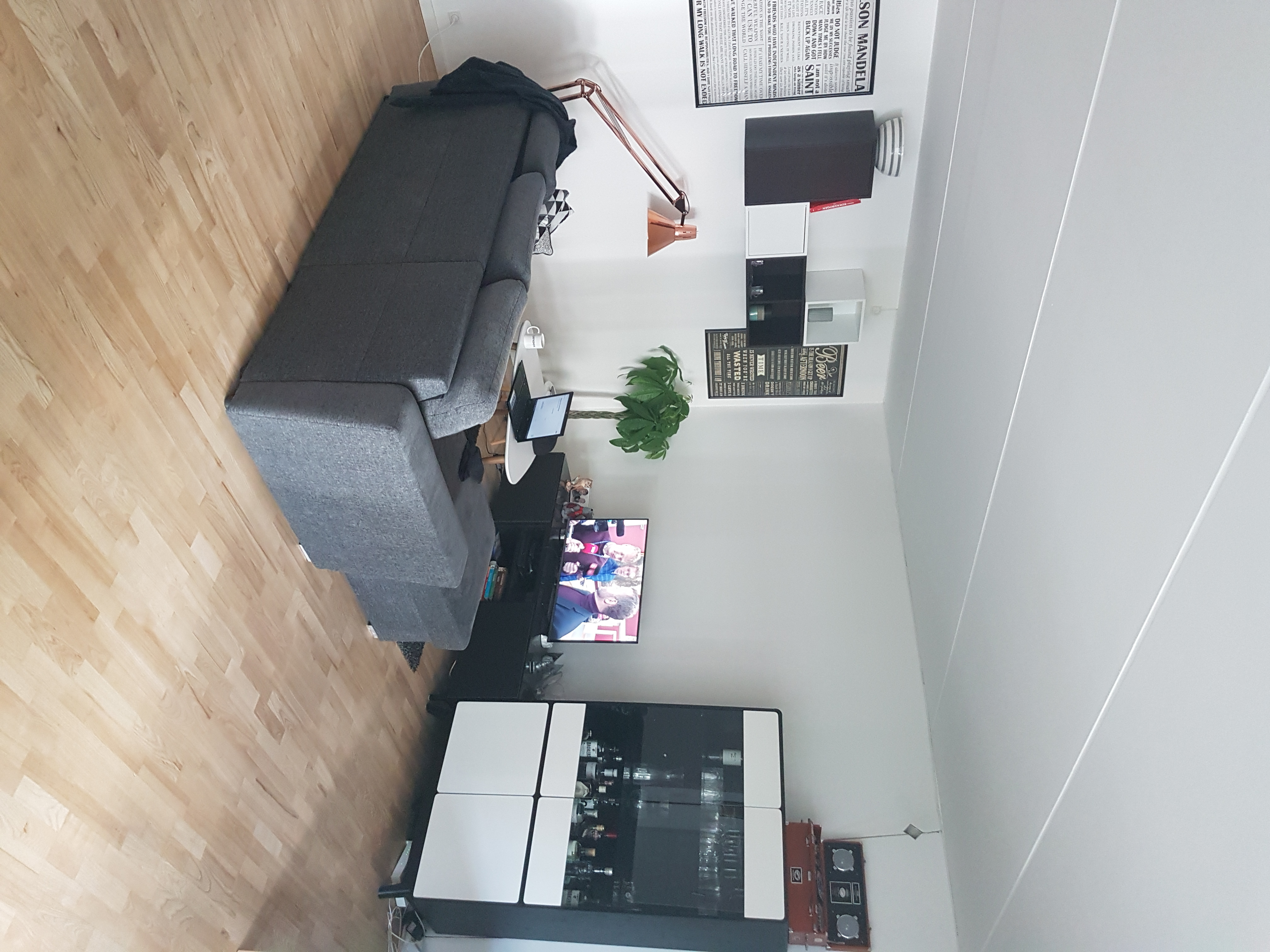 1 værelse tæt på centrum, deles med 1 i 88 kvm stor lejlighed med stor altan