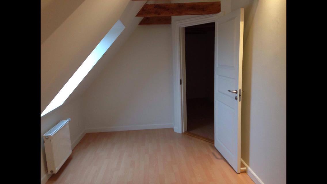 Stort værelse i lækker lejlighed udjeles