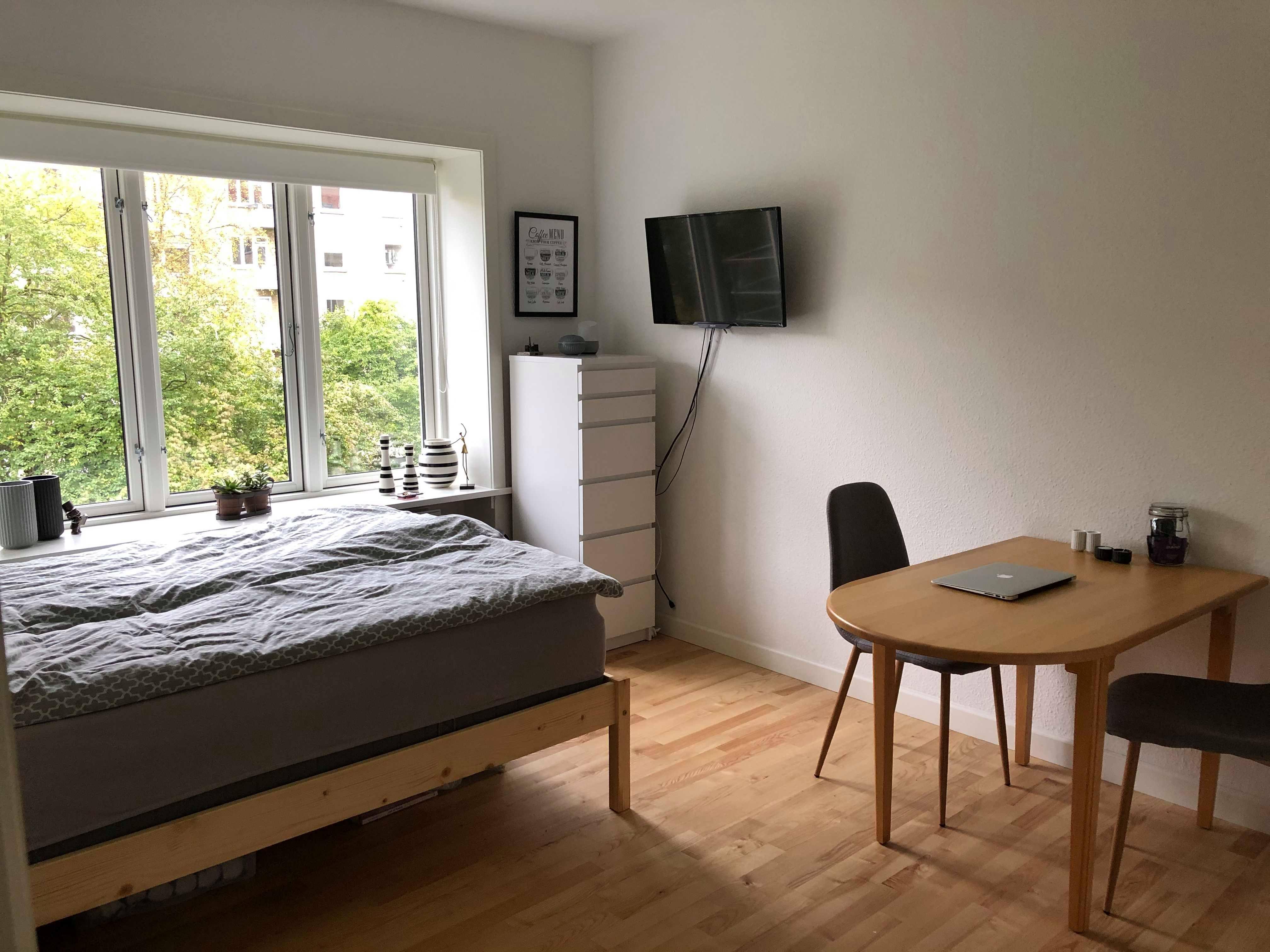 Lyst værelse på 15 m2 ledigt