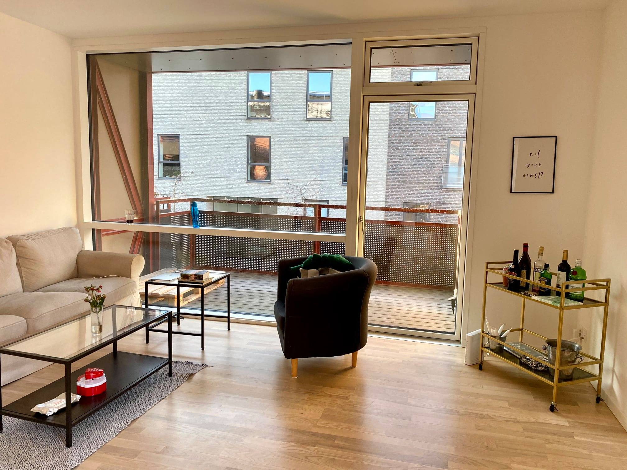 Available room in a 3bedroom apartment