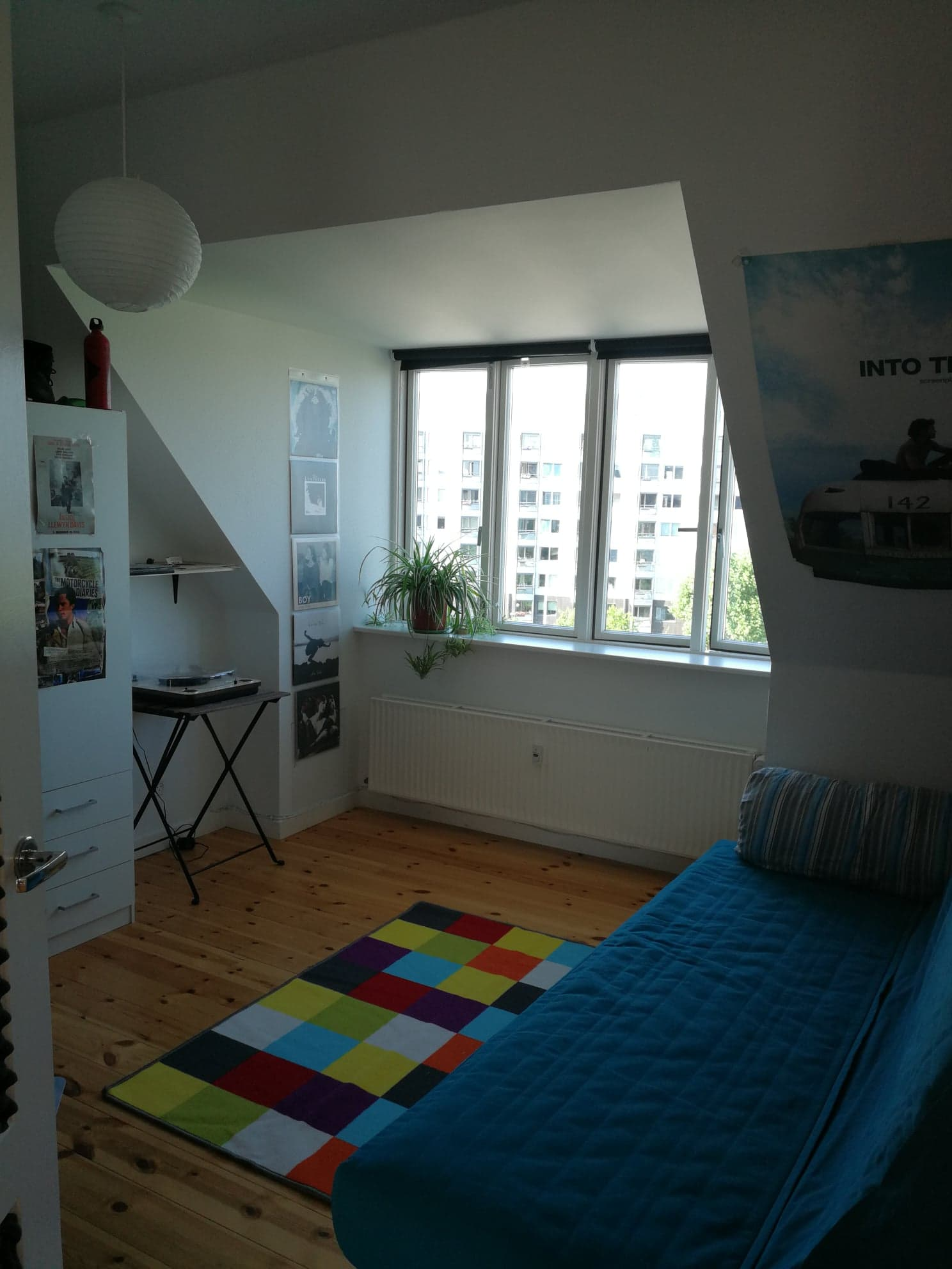 Nice bright room for rent close to Nørrebrogade