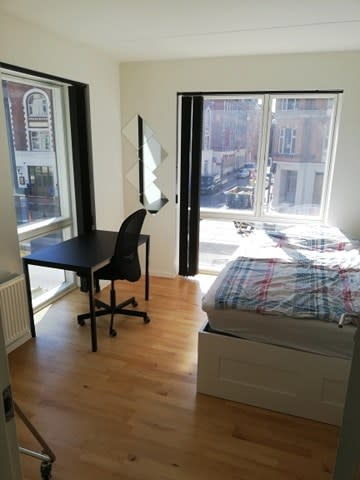 New roomie wanted urgently August 1st! (4000 alt incl.)