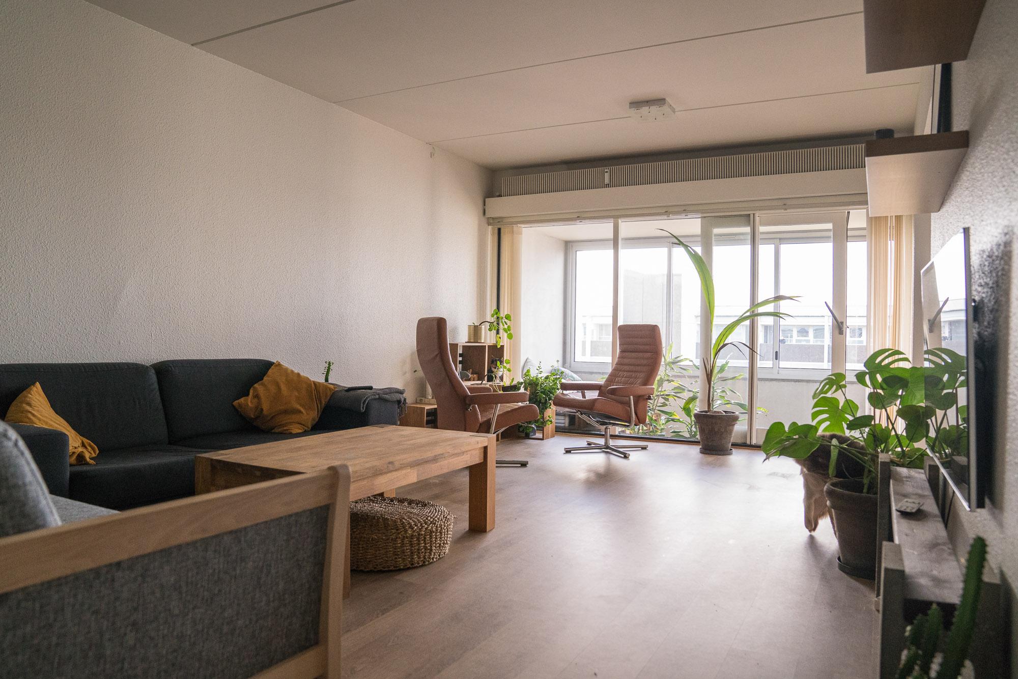 Flot værelse i kæmpe(121) Kvm lejlighed lys og vel renoveret med udsigt over byen