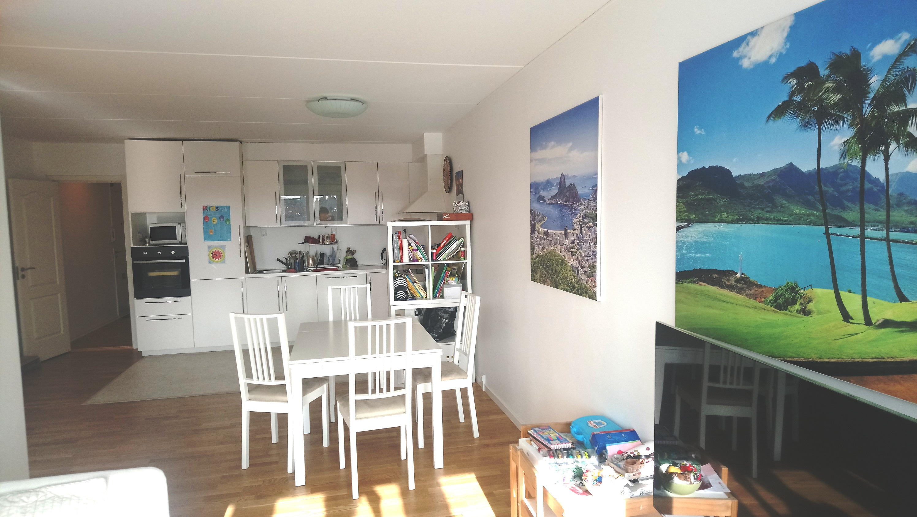 A fully furnished room for rent in a bright and spacious apartment of 93 m2 in Østebro