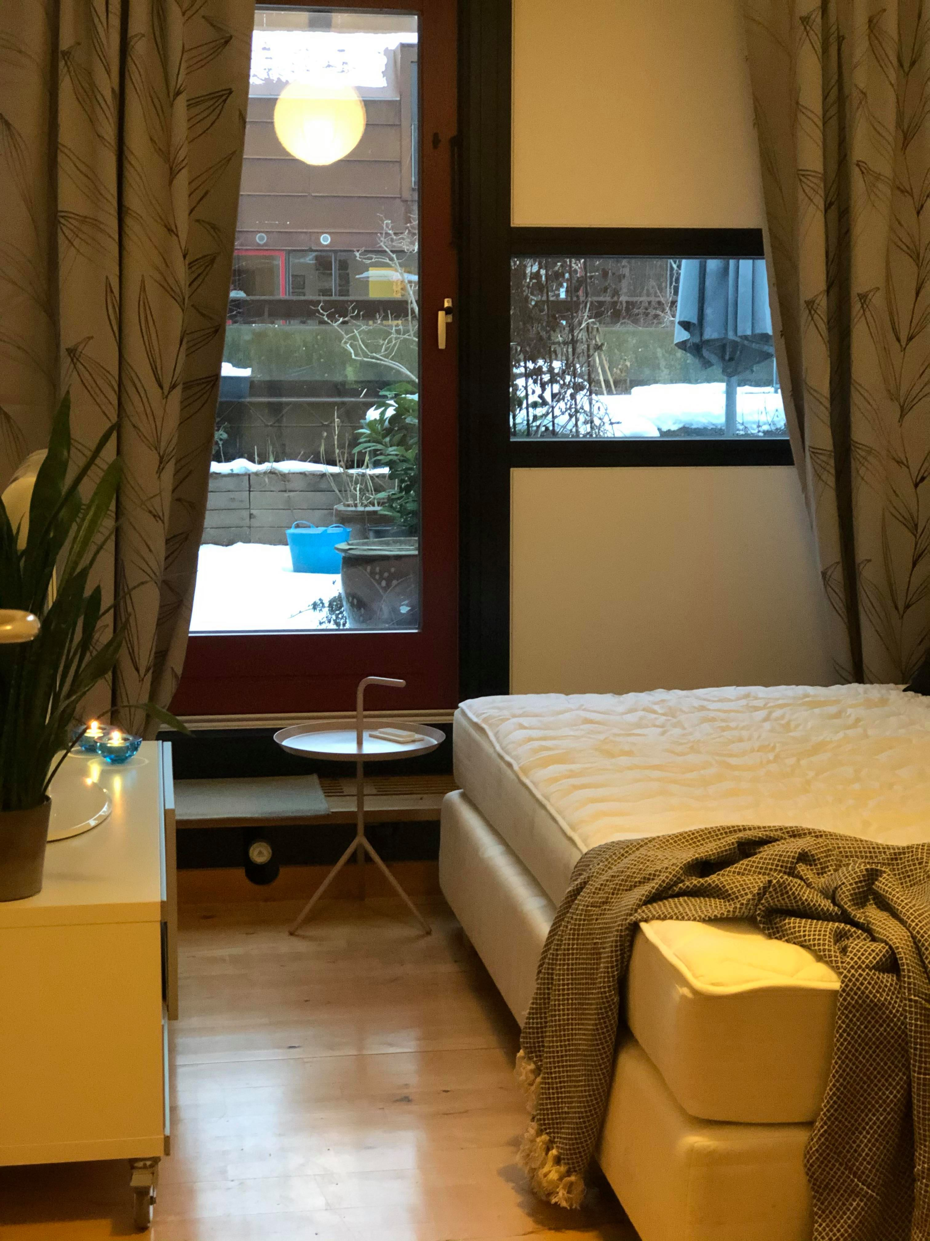Room with access to roof terrasse