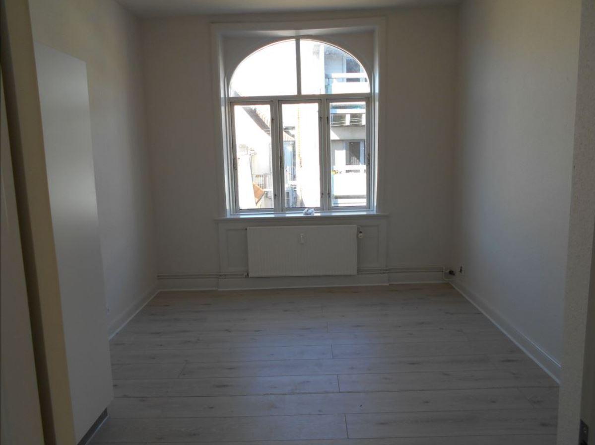 Værelse i lejlighed 184 m2 på Vestergade