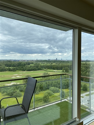 Room in Ørestad apartment. Large balcony. Close to mall and metro.