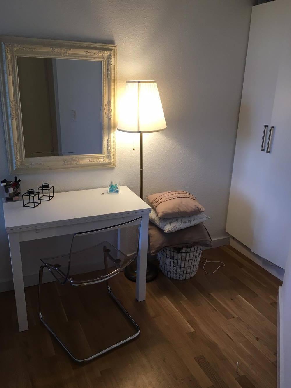 Hyggeligt værelse i stor lejlighed