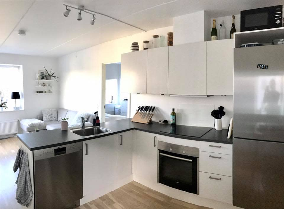 Lækkert nyt værelse med indbygget skab lejes ud i 6 måneder
