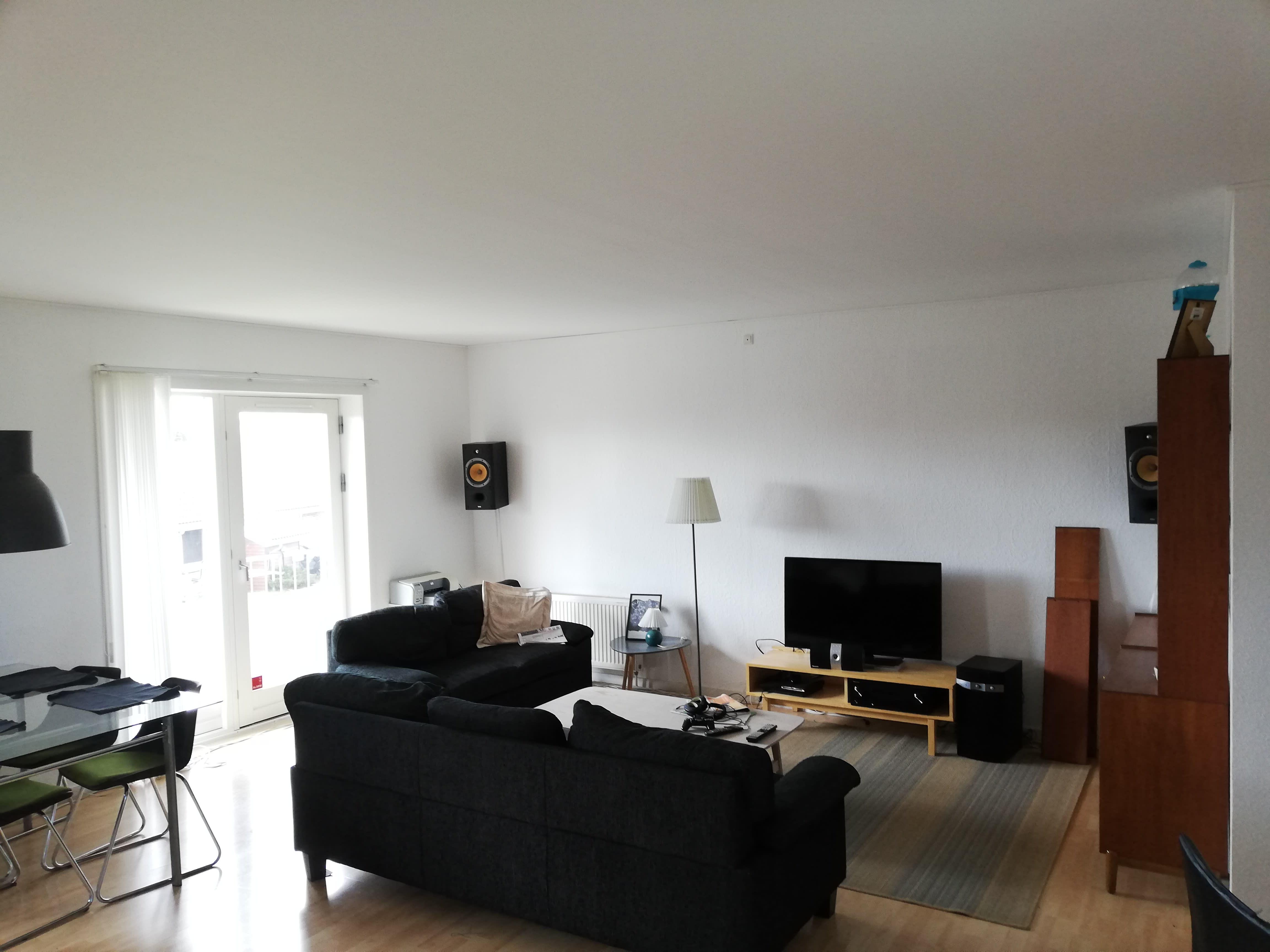 Søger en roomie til en super fin 3 værelses lejlighed