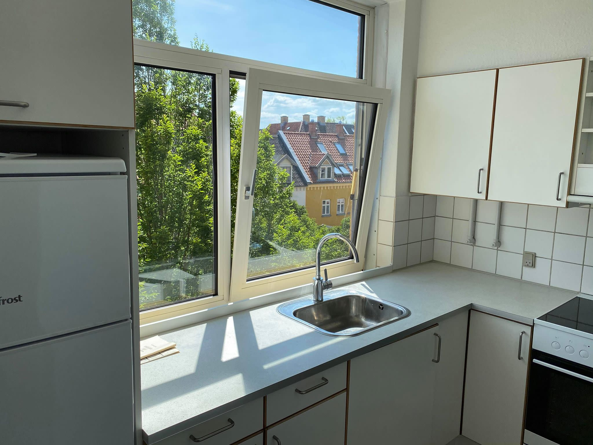 Spacious room close to the city center for 3000DKK including all the bills.