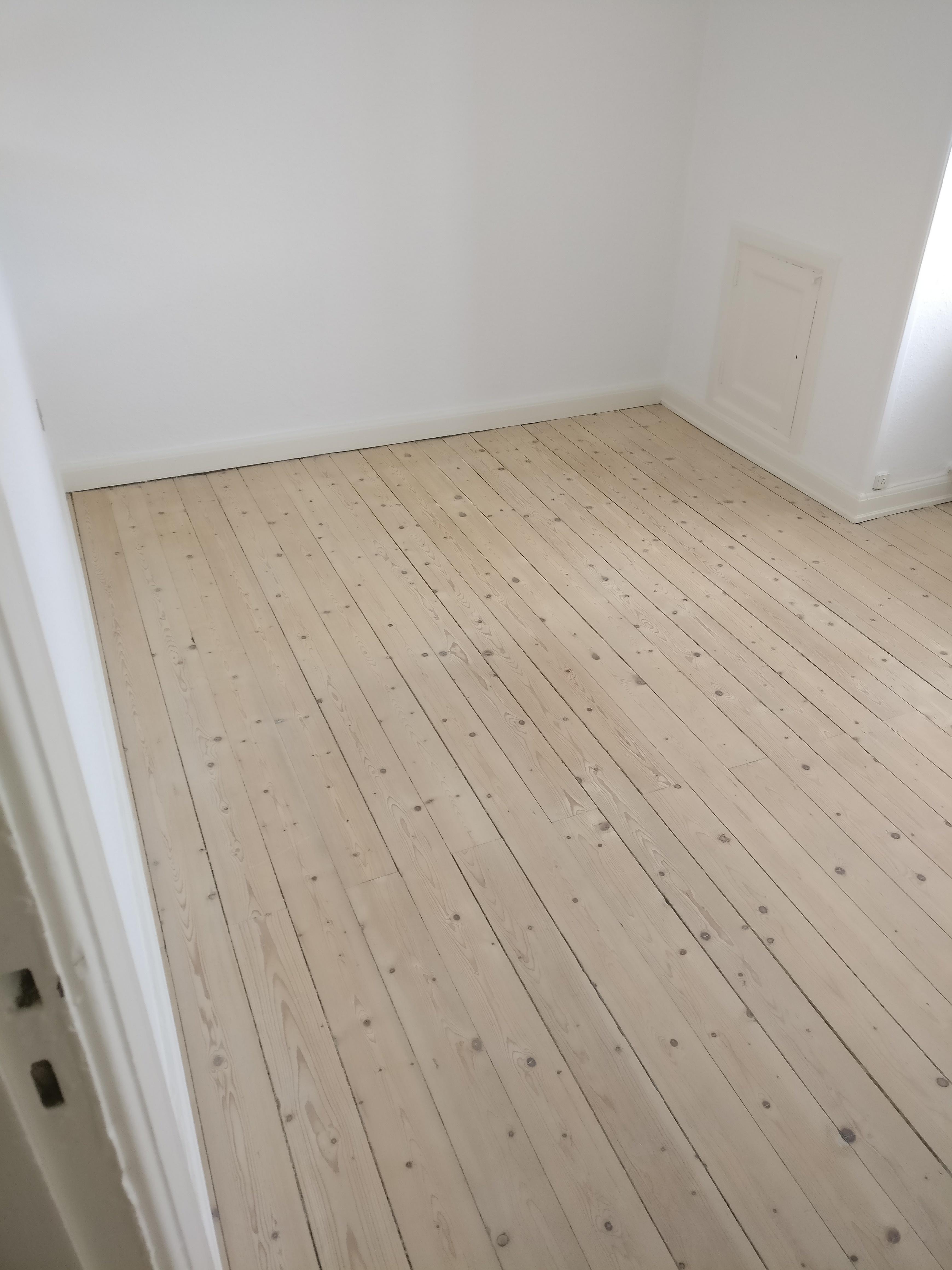 Søger roommate på ubegrænset tid. Lyst værelse og lækker lejlighed. Centralt belliggende.