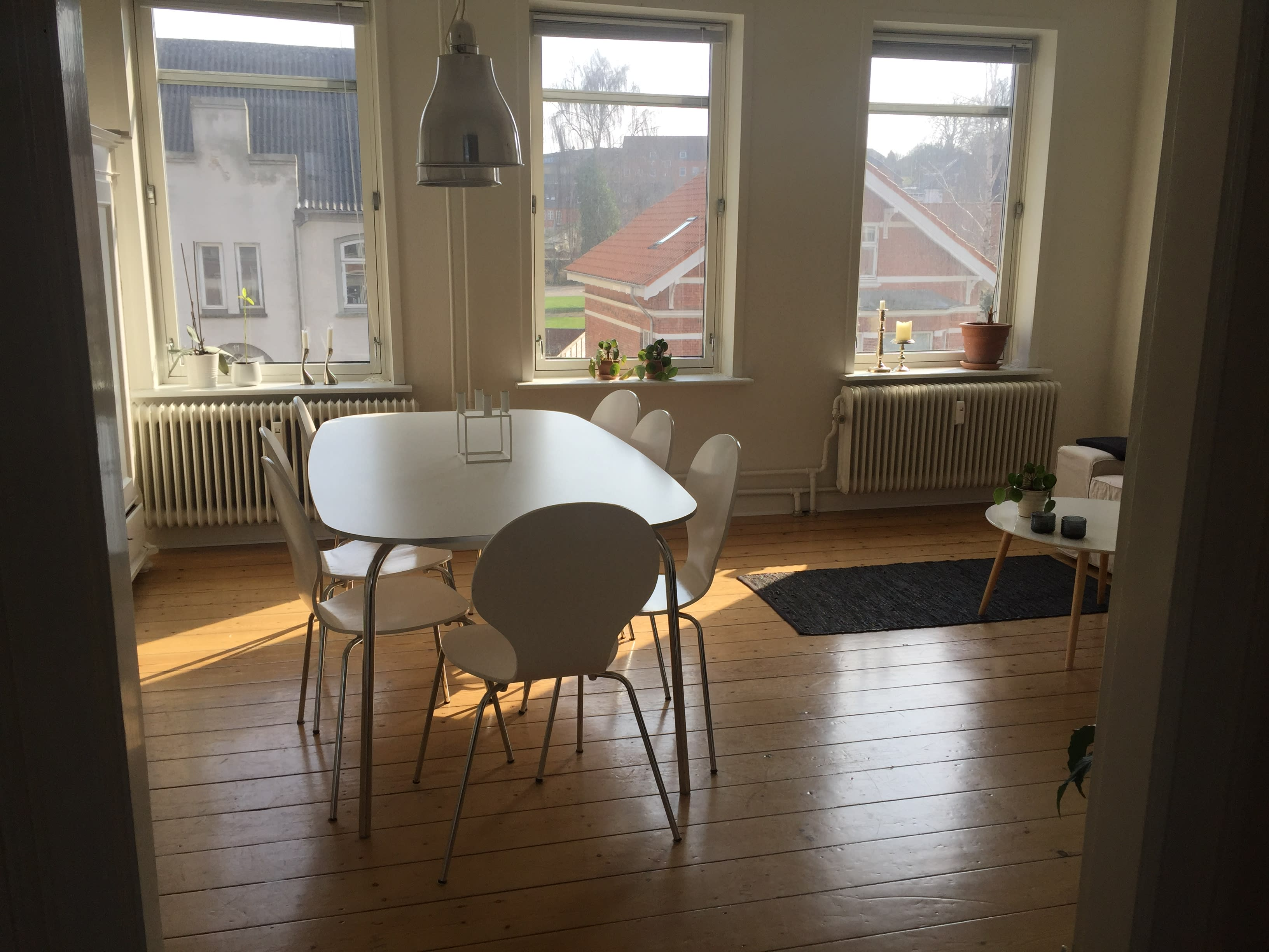 A roomie is being sought for the sharing of a cozy apartment in Kolding